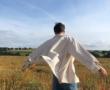 5 façons de porter un t-shirt blanc