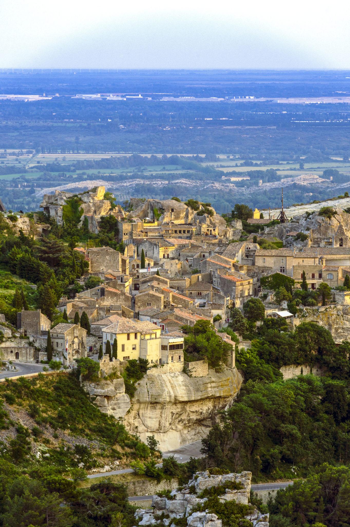 10-lieux-incontournables-découvrir-en-France-baux-de-provence-maurice-style-1